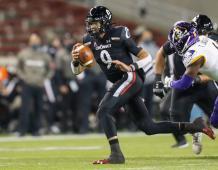 Cincinnati Bearcats QB Desmond Ridder