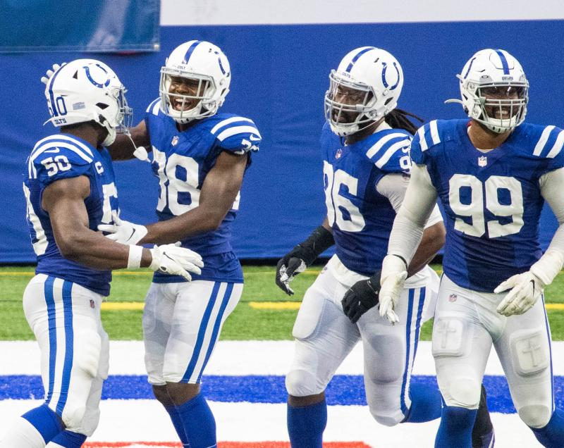 Colts defenders