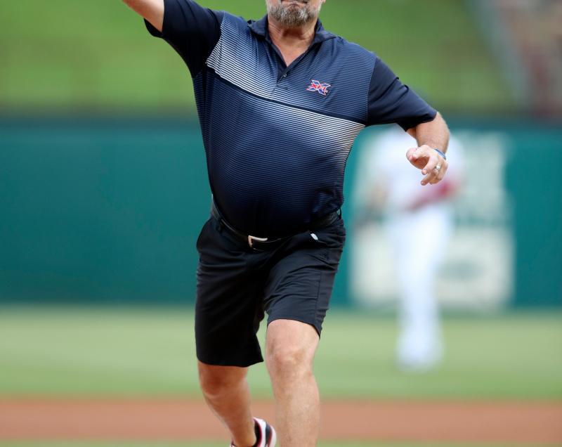 Dallas Renegades head coach Bob Stoops